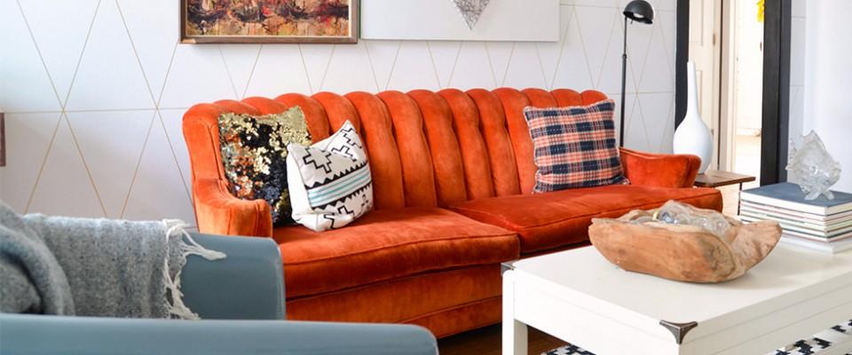 Cómo modernizar una sala de estar con sofás coloridos