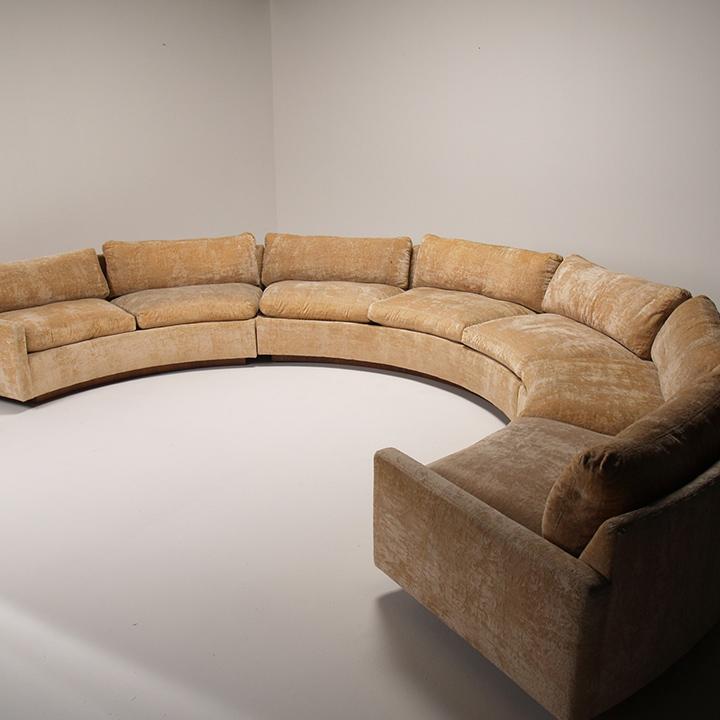 top 15 sofas Decorar una casa, ideas para decorar una sala de estar, sala de estar, sofás color velvet, sofás coloridos, sofás cómodos, sofás de cuero, sofás lujosos, sofás modernos TOP 15: Sofás modernos para una sala de estar de lujo. round sofa