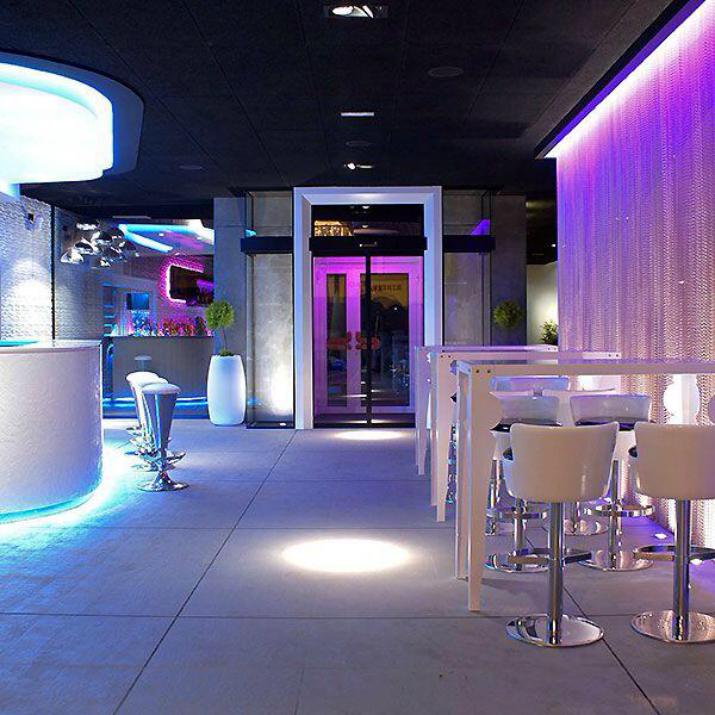 Los mejores proyectos de Tiendas ON - BB Lounge Bar Tiendas On Los mejores proyectos de Tiendas On Los mejores proyectos de Tiendas ON BB Lounge Bar