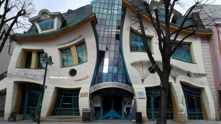 Tendencias para Inspirar: Sitios hermosos con arquitectónicas unicas tendencias para inspirar Tendencias para Inspirar: Sitios hermosos con arquitectónicas unicas krzywy domek the crooked 251