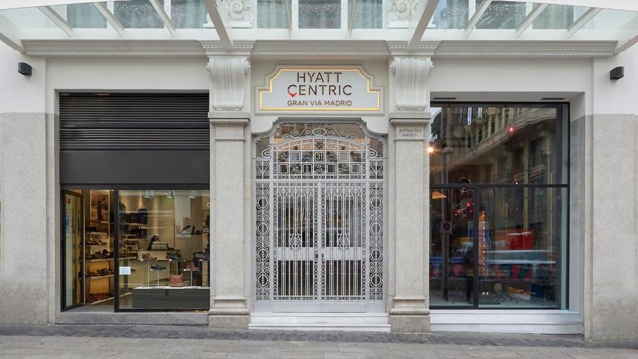 Hotel Hyatt: un lujoso hotel en centro de Madrid  Hotel Hyatt: un lujoso hotel en centro de Madrid Hyatt Centric Gran Via Madrid P003 Facane Entrance