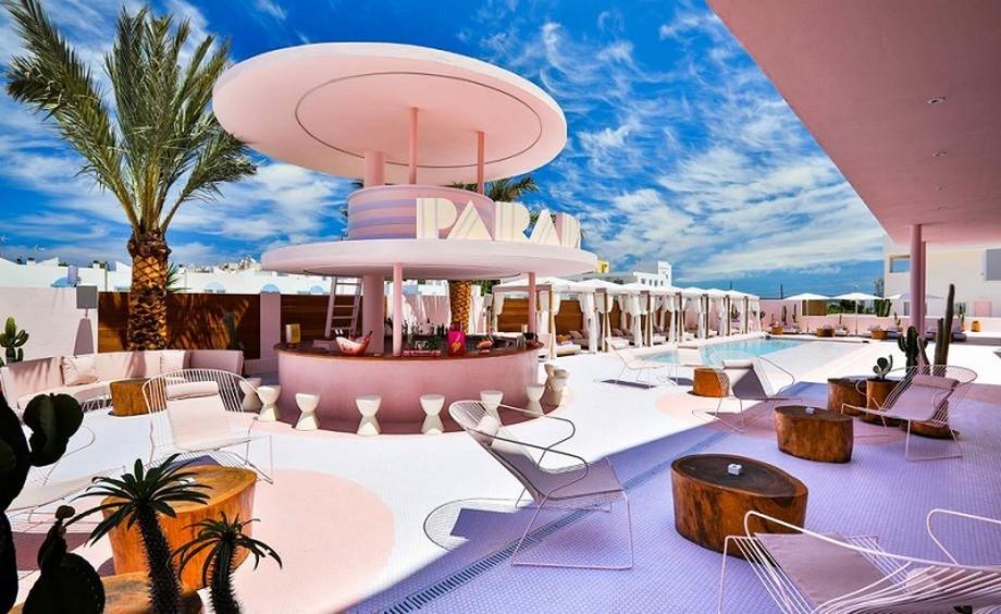 Ideas para Viajar: Un hotel de Lujo y colorido en Ibiza ideas para viajar Ideas para Viajar: Un hotel de Lujo y colorido en Ibiza A Colorful Interior Design At Paradiso Ibiza Art Hotel Ibiza Spain 1
