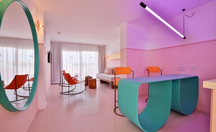 Ideas para Viajar: Un hotel de Lujo y colorido en Ibiza ideas para viajar Ideas para Viajar: Un hotel de Lujo y colorido en Ibiza A Colorful Interior Design At Paradiso Ibiza Art Hotel Ibiza Spain 4
